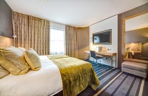 luxury edinburgh hen party hotel with views of Edinburgh castle