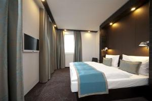 princes street edinburgh hen party group hotel accommodation